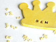 Corona in ceramica giallo personalizzato magnete Baby di Ceraminic