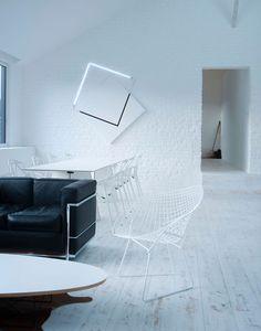 Loft contemporain / Minimaliste / blanc / épuré / intérieur moderne / Salon /  Parquet / mur brique / Architecte d'intérieur : Agence MAYELLE / Photo : ©Pierre Rogeaux