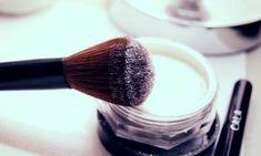¿Cómo hacer que el maquillaje con brillo dure más?