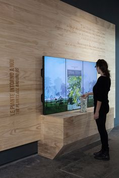 Pull-out herbarium sheet triggers screen display to provide more information | Interactive