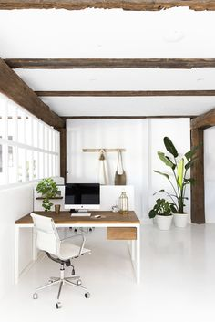 Unique and modern home office designs. For those of you who have work at home, don't let your home office have no comfort. Home Office Space, Home Office Furniture, Home Office Decor, Home Decor, Office Ideas, Pipe Furniture, Luxury Furniture, Furniture Design, Workspace Design