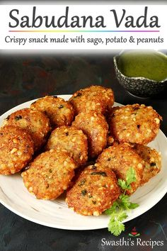 Sabudana vada are crisp fried Indian snack made with tapioca pearls (sago), potatoes, peanuts, spices and herbs. Spicy Recipes, Vegetarian Recipes, Cooking Recipes, Veg Recipes Snacks, Healthy Recipes, Healthy Fats, Healthy Choices, Cooking Tips, Sabudana Recipes