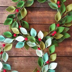 12 Felt Christmas Wreath  Green Felt Leaves and Holly
