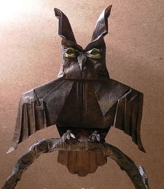 Origami artist Mariano Zavala creates a world of animals and insects, dinosaurs and pop culture characters. Origami Artist, Origami Owl, Nguyen Hung, Vietnam, All Art, Pop Culture, Creatures, Dinosaurs, Paper