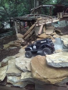 Rc Track, Little Truck, Rc Rock Crawler, Rc Cars And Trucks, Fast Boats, Rc Hobbies, Jeep Wranglers, Control, Jeeps