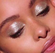 Glossy Eyelids