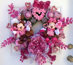 Mickey and Minnie Mouse Valentine Wreath