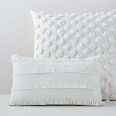Inspired by traditional Moroccan wedding blankets, our Fringe Pillow Covers add beautiful texture to sofas or beds. King Pillows, Throw Pillows Bed, Boho Pillows, White Pillows, Throw Pillow Sets, Bedroom Cushions, Decor Pillows, Lumbar Pillow, Diy Pillow Covers
