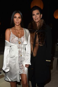 Kim Kardashian Photos Photos - Kim Kardashian and Kris Jenner attend the Givenchy show as part of the Paris Fashion Week Womenswear  Spring/Summer 2017  on October 2, 2016 in Paris, France. - Givenchy : Front Row - Paris Fashion Week Womenswear Spring/Summer 2017