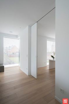 Luxhome Interiors – Project R-B – Hoog ■ Exclusieve woon- en tuin inspiratie. Best Picture For small sliding doors For Your Taste You are looking for something, and it is going to tell you exactly wha Sliding Door Design, Sliding Wall, Murs Mobiles, Modern Interior, Interior And Exterior, Internal Sliding Doors, Modern Sliding Doors, White Walls, New Homes