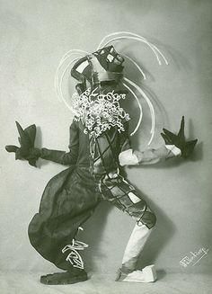 Lavinia Schulz et Walter Holdt, Die Maskentänzer Entre 1920 et 1924, Lavinia Schulz et Walter Holdt créèrent une série de masques et de costumes qu'ils revêtaient pour des représentations théâtrales...