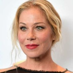 Christina Applegate to Star in Will Ferrell–Produced Netflix Comedy Dead to Me Christina Applegate Hot, Christina Ricci, Robert Williams, Dead To Me, Comedy Tv, Female Stars, Celebs, Celebrities, Celebrity