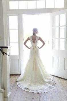 d25a76ab86d Rückenfreie Hochzeitskleider liegen voll im Trend