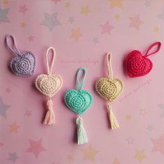 como tejer corazon crochet amigurumi patron gratis how to crochet heart Amigurumi pattern freely crochet Crochet Mandala Pattern, Crochet Amigurumi Free Patterns, Crochet Flower Patterns, Crochet Gifts, Diy Crochet, Crochet Hooks, Crochet Brooch, Crochet Baby Boots, Knitted Heart