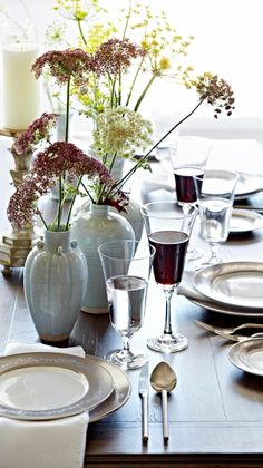 Encircled by delicate roses and scrolls, our Belgravia Dinnerware sets the stage for elegant entertaining. | Frontgate Interiors