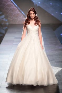 Nicole Fashion Show 2016 #nicolespose #romafashionshow #nicole #colet #jolies #2016 #collection #wedding #weddingdress #fashion #love #white #color #flower #runway #catwalk #model #models #bride #bridal #brides #marriage #abitodasposa #sposa