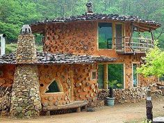 Cordwood Construction Art: A rest house in green wild hilly area, or a farmhouse where you would come with your family on holidays, even a countryside house Earthship, Style At Home, Casas Cordwood, Cordwood Homes, Earth Bag Homes, Permaculture Design, Unusual Homes, Natural Building, Forest House