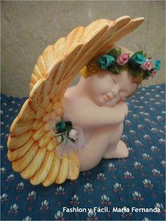 Fashion y Fácil : noviembre 2013 Ceramic Painting, Ceramic Art, Ceramic Bisque, Porcelain, Angel Decor, Angel Crafts, Angels In Heaven, Fondant Figures, Doll Repaint