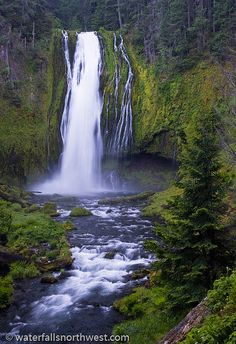 Lemolo Falls on the North Umpqua River near Diamond Lake