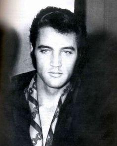 Elvis in Elevator 1969.