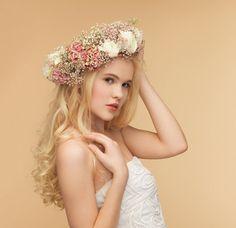 花冠を使った結婚式の花嫁ヘアスタイル画像まとめ