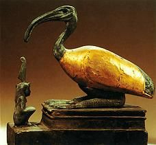 Thoth in the shape of an ibis, with a seated Maat in front.