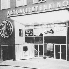 Dortmund damals!  Hier sehr ihr das Aki-Kino in der Brückstraße, 1956. Leider sind die kleinen Programmkinos zum Großteil aus der Innenstadt verschwunden. Nur die Schauburg (ebenfalls Brückstraße) besteht noch heute.  #dortmund #kino #tbt #throwbackthursday