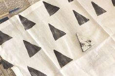 Hand Stamped Cloth Napkin DIY..want to do this but with gold polkadots from a circle stamp.