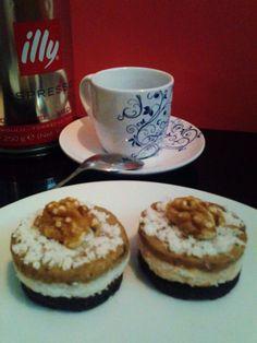 Orechový RAW koláčik ku káve - Tento koláčok obsahuje len zdravé surové ingrediencie Cheesecake, Muffin, Pudding, Breakfast, Desserts, Fitness, Morning Coffee, Tailgate Desserts, Deserts