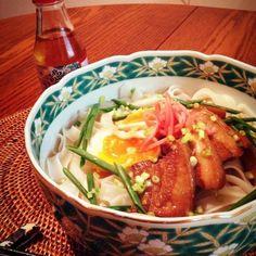 沖縄のお土産ラフティやスープを頂いたので有り合わせのビーフンで沖縄そば風です。 タイの屋台などでは辛いスープ麺などに登場する麺です 麺がスープをよく吸うのでなかなか減らず - 122件のもぐもぐ - 沖縄そば風 センヤイ(ビーフン)のスープ麺 by ucoparche