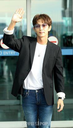 all about joon-gi Lee Joongi, Lee Jun Ki, Jean Jacket Outfits, Suit Jacket, Lee Joon Gi Wallpaper, Moon Lovers, Ji Chang Wook, Korean Actors, Eye Candy