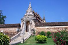 The impressive fortress-like gateway to the temple of Wat Phra That Lampang Luang in Northern Thailand