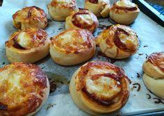 Pizzás csiga recept foto Baked Potato, Oreo, Potatoes, Baking, Ethnic Recipes, Food, Potato, Bakken, Essen