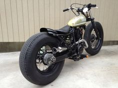 Yamaha small single cylinder swingarm custom with metal flake tank