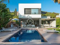Excellent 6-bedroom detached house for sale in Sant Vicenç de Montalt (MRS8448).