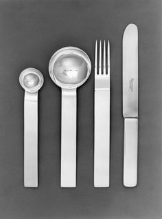 Design di/by Gio Ponti per/for Krupp Berndorf, 1933 Cutlery / Flatware. Design by / by Gio Ponti for / for Krupp Berndorf, 1933 Gio Ponti, Wabi Sabi, Italian Furniture, Vintage Design, Flatware, Furniture Design, Plywood Furniture, Chair Design, Modern Furniture