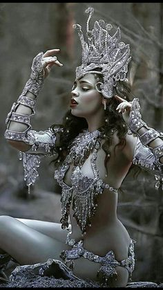 Photography Fantasy Forests Fairytale 47 Ideas For 2019 Fantasy Girl, Chica Fantasy, Fantasy Forest, Fantasy Women, Burlesque Costumes, Carnival Costumes, Halloween Costumes, Goth Beauty, Dark Beauty