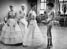 1950s : Women's dress supports