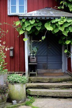 Gazebo Pergola, Garden Gazebo, Red Cottage, Garden Cottage, Outdoor Rooms, Outdoor Gardens, Sweden House, Red Houses, Beautiful Interior Design