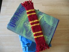 Harry Potter scarf bookmark, this is the size I will end up making. lol