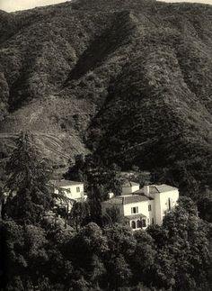 doris duke falcons lair | The eccentric heiress, Doris Duke would purchase Falcon Lair in 1952 ...