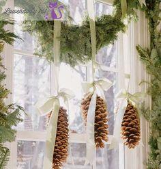 2012102819252220-swiateczna-dekoracja-okna-z-szyszek