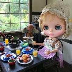 We're making pescatore, seafood pasta for lunch We made it with special spice called LoveI hope it's good❤️ ・ ・  今日のランチはペスカトーレだよ(((o(♡´▽`♡)o))) みんなで一緒に作ったなのーっ美味しくできたかなぁ❓ ・  ミルクティーちゃんとカフェオレちゃんも一生懸命お手伝いしてくれました(*´pq`) では、いっただきまーす(o´罒`o)ニヒヒ♡ ・ @monloulou.renard 様のペスカトーレパスタ本物みたいで美味しそうなのねん食べちゃいそう(*´pq`) ・ #blythe #blythedoll #blythestagram #bly #doll #dollphotography #instagood #instadaily #instalike #cute #kawaii #カワイイ #ブライス #ブライスドール #ブライスアウトフィット #toy #おもちゃ #rement #リー