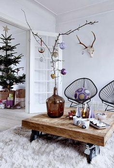 Sea of Girasoles: Interior: Christmas in purple tones Danish Christmas, Modern Christmas, Christmas Time, Minimalist Christmas, Rustic Christmas, Decoration Christmas, Decoration Table, Holiday Decor, Ideas Decoracion Navidad