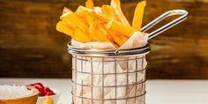 Perfekte pommes frites - Følger du denne oppskriften til punkt og prikke, blir dine pommes frites både sprø utenpå og myke inni.