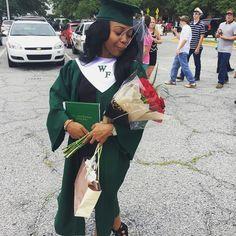 I DID IT❤️ Graduation Dress College, Custom Graduation Caps, Graduation Photoshoot, Graduation 2015, Instagram Baddie, Instagram Posts, Amour Jayda, Best Friend Outfits, Graduation Pictures