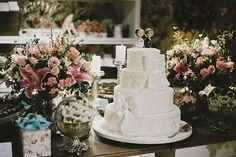 Decoração criada por Marcela Lacerda. O casamento de Juliana e Pedro foi publicado no Euamocasamento.com. As fotos são de Renata Xavier. #euamocasamento #NoivasRio #Casabemcomvocê