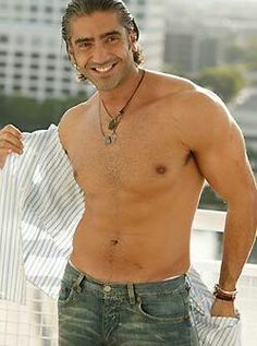 "Alejandro Fernandez singing me ""Me dedique a perderte"" with his shirt off yes...sigh..."