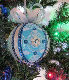 Ornamento de la Navidad turquesa azul satinado por OrnamentDesigns