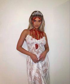 Trendy Halloween, Halloween Looks, Halloween Fashion, Halloween Inspo, Women Halloween, Carrie Halloween Costume, Fairy Halloween Costumes, Halloween Costumes Brunette, Couples Halloween Outfits